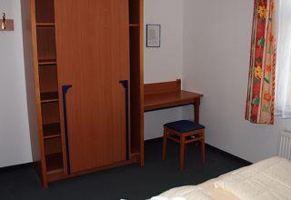 Schlafzimmer mit viel Stauraum der 49 qm Wohnung
