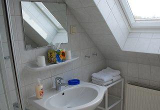 Badezimmer mit Fenster – 54 qm Wohnung