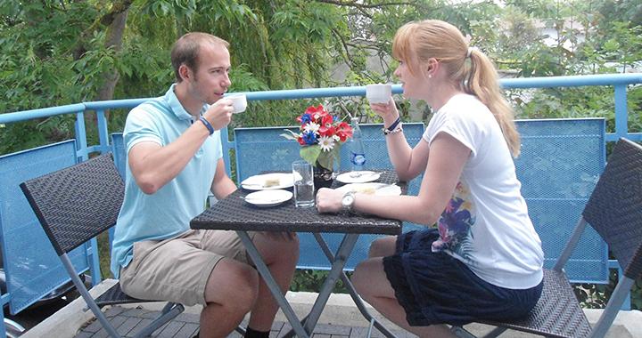 Frühstük auf dem Balkon der 54qm Wohnung